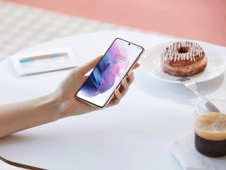 Samsung Galaxy S21-в руках