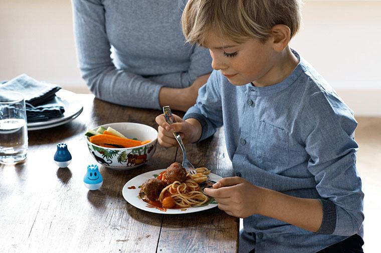 Ребенок за едой