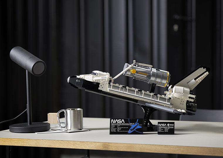 Дізнайтеся більше про новий тематичний набір конструктора LEGO для дорослих — Space Shuttle Discovery, котрий дозволяє зібрати зменшену копію славнозвісного шаттла та Hubble Space Telescope. -Блог Comfy