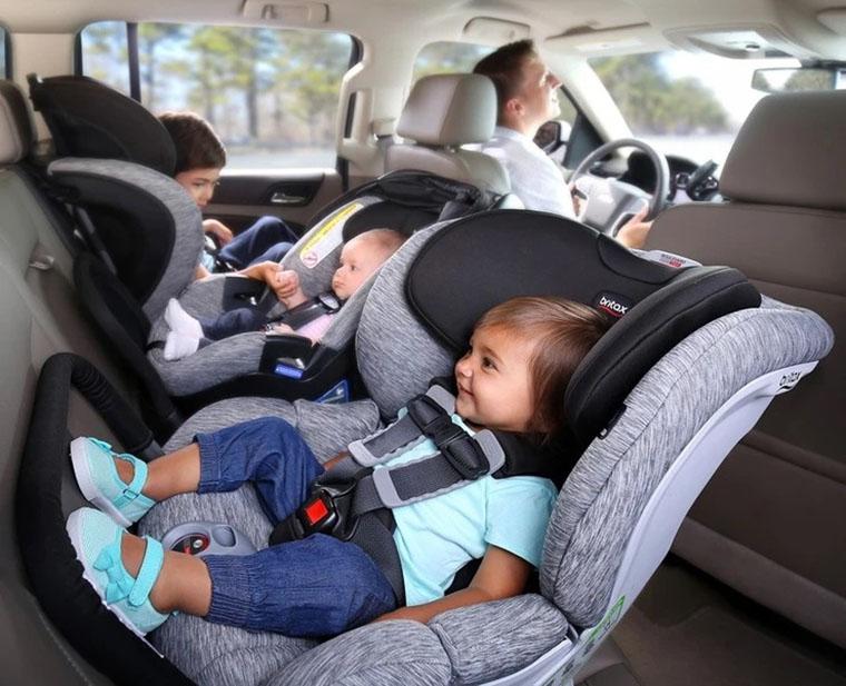 Автокрісла в машині