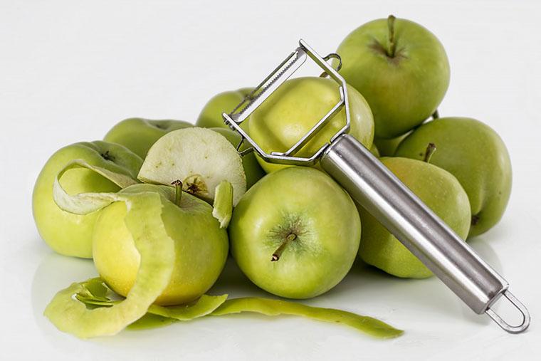 Чищення яблук
