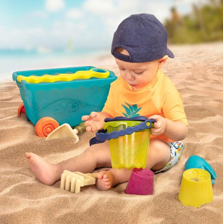 Дитина на піску