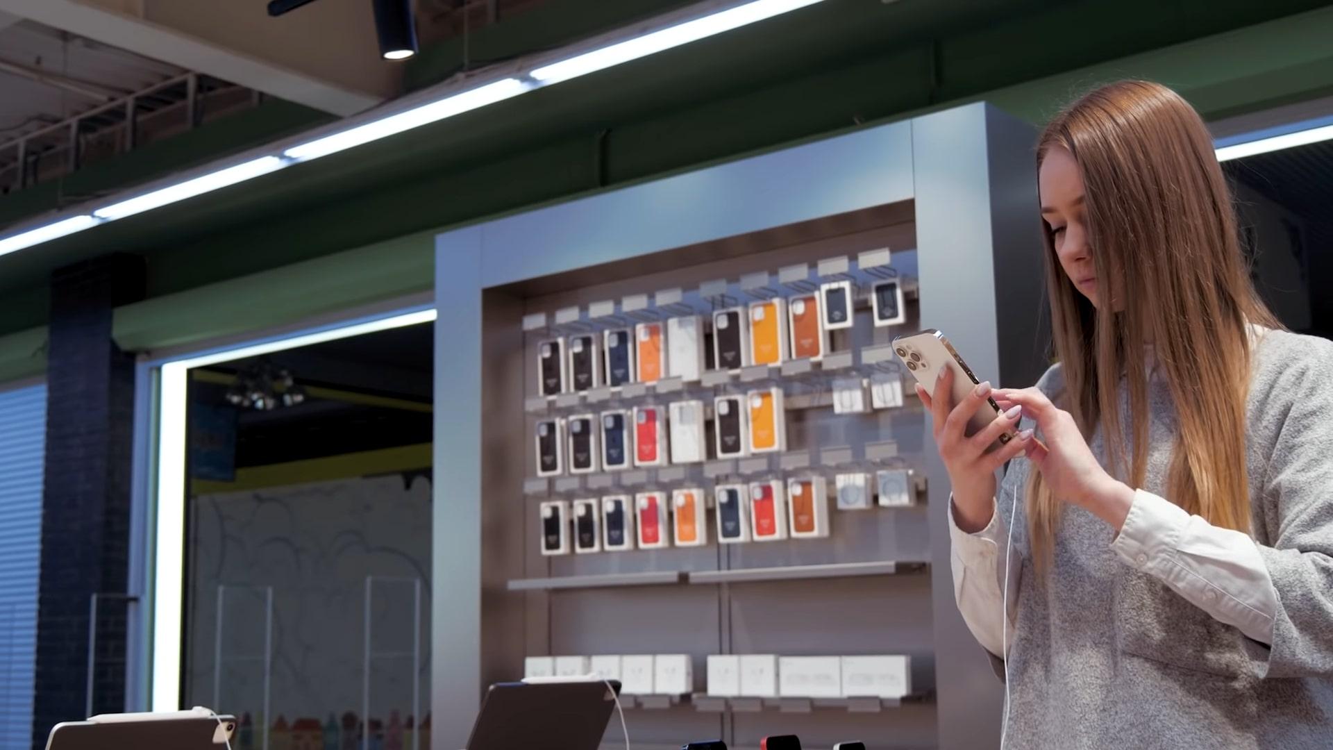 Вхід до Apple Shop у Comfy