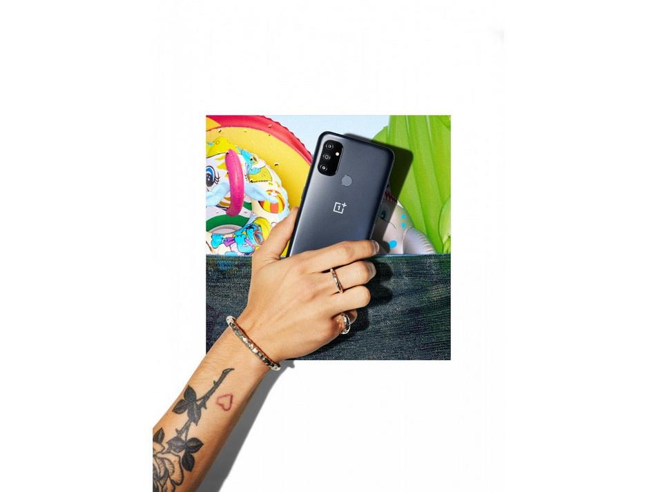 Смартфон OnePlus Nord N100 Midnight Frost-в руках