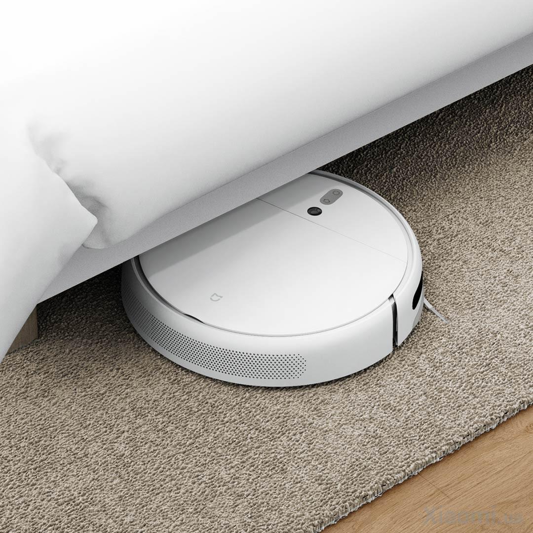 робот пылесос под кроватью