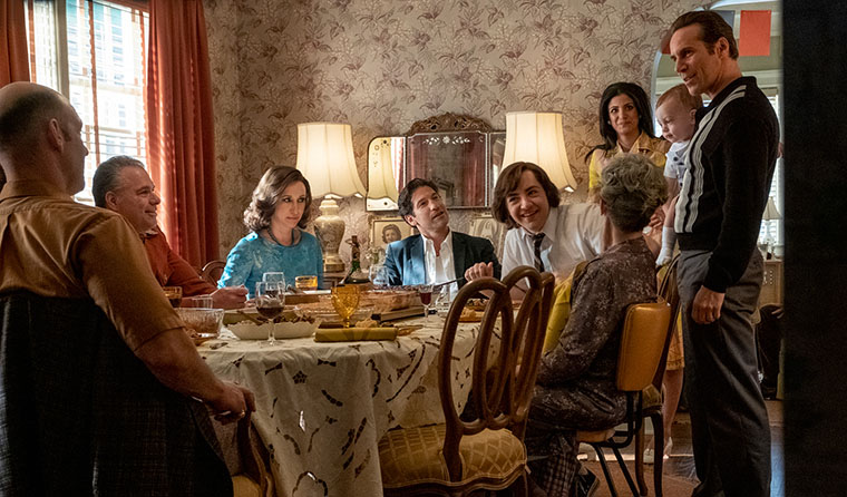 Тони с семьей