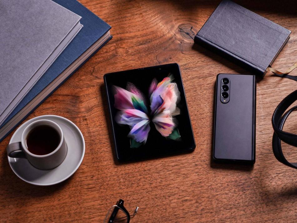 Samsung Galaxy Z Fold 3-имиджевая картинка.