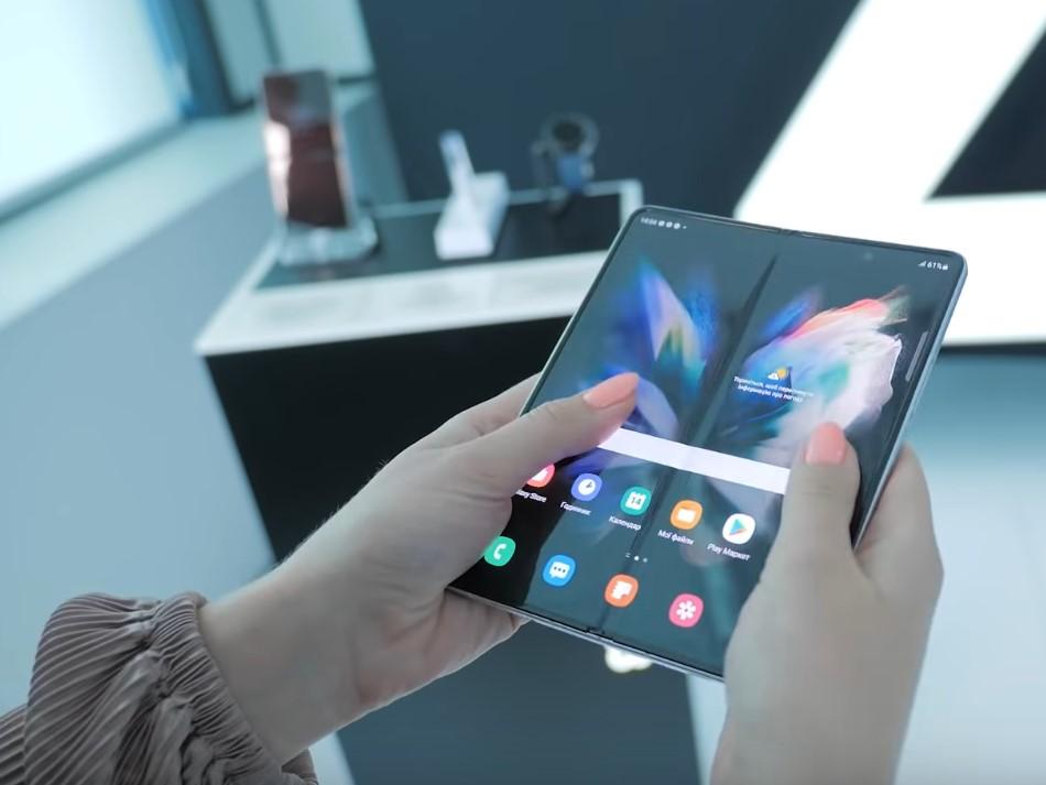 Samsung Galaxy Z Fold 3-в руках