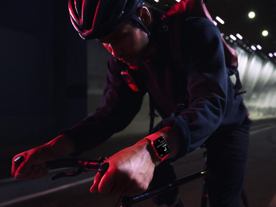 Apple Watch Series 7-велоспорт.
