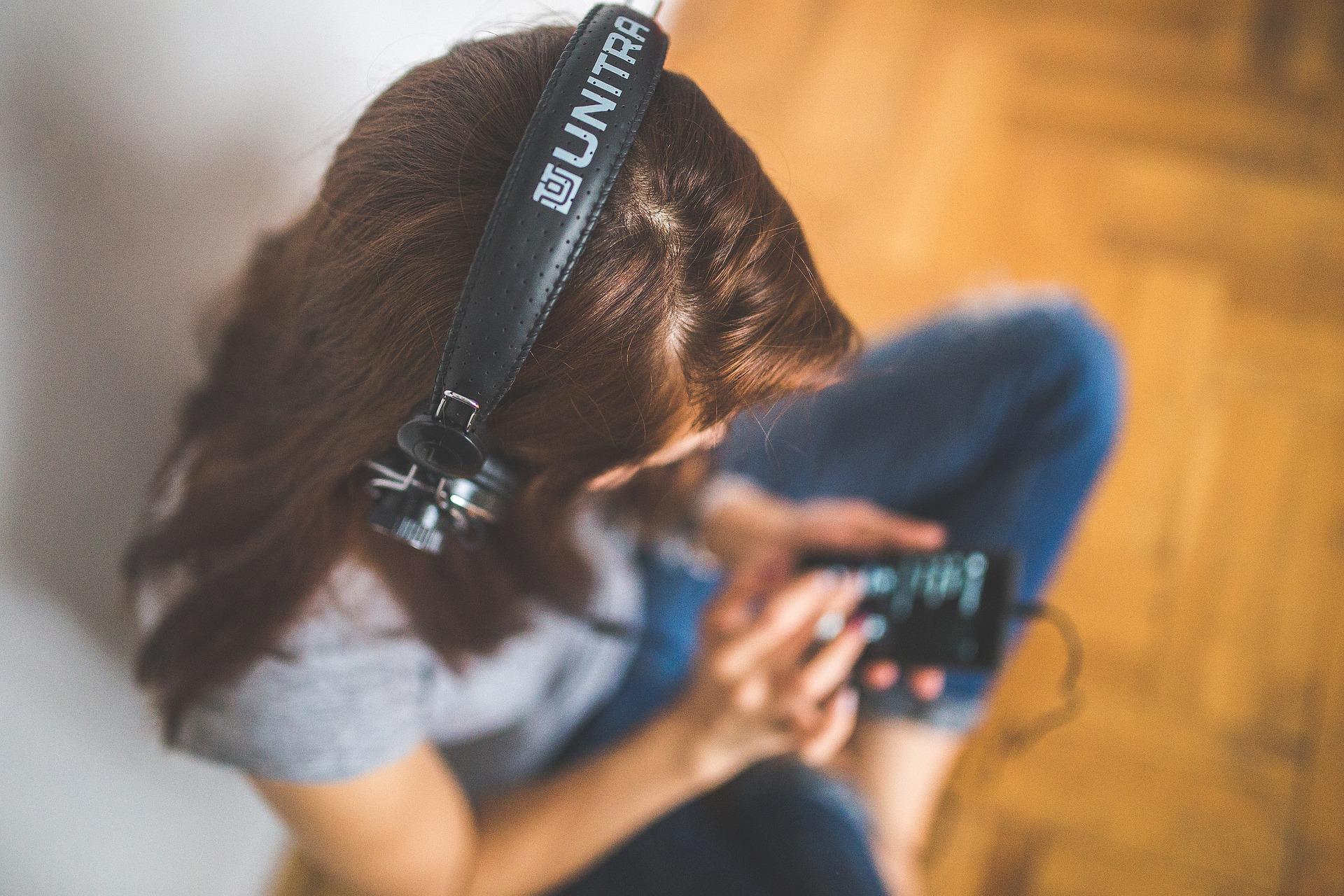 Найти музыку через видео